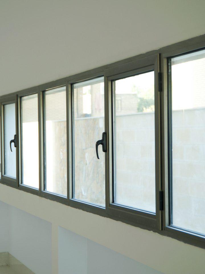 مقایسه درب و پنجره